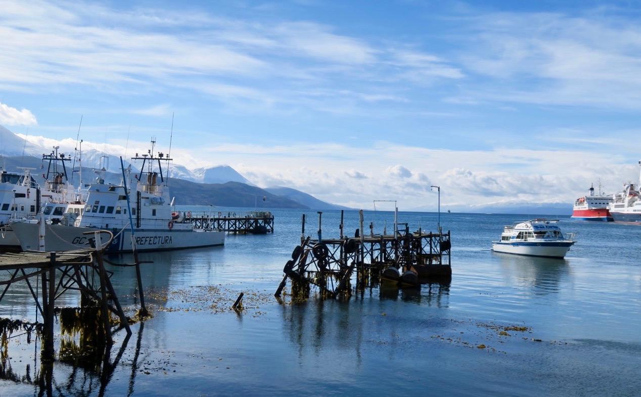 Vackra vyer ut över nejden från hamnen i Ushuaia.