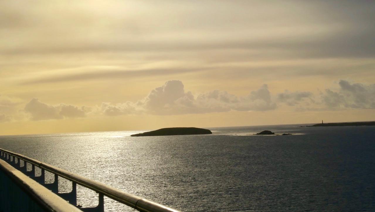 På väg in mot Falklandsöarna en tidig morgon. Så vackert.