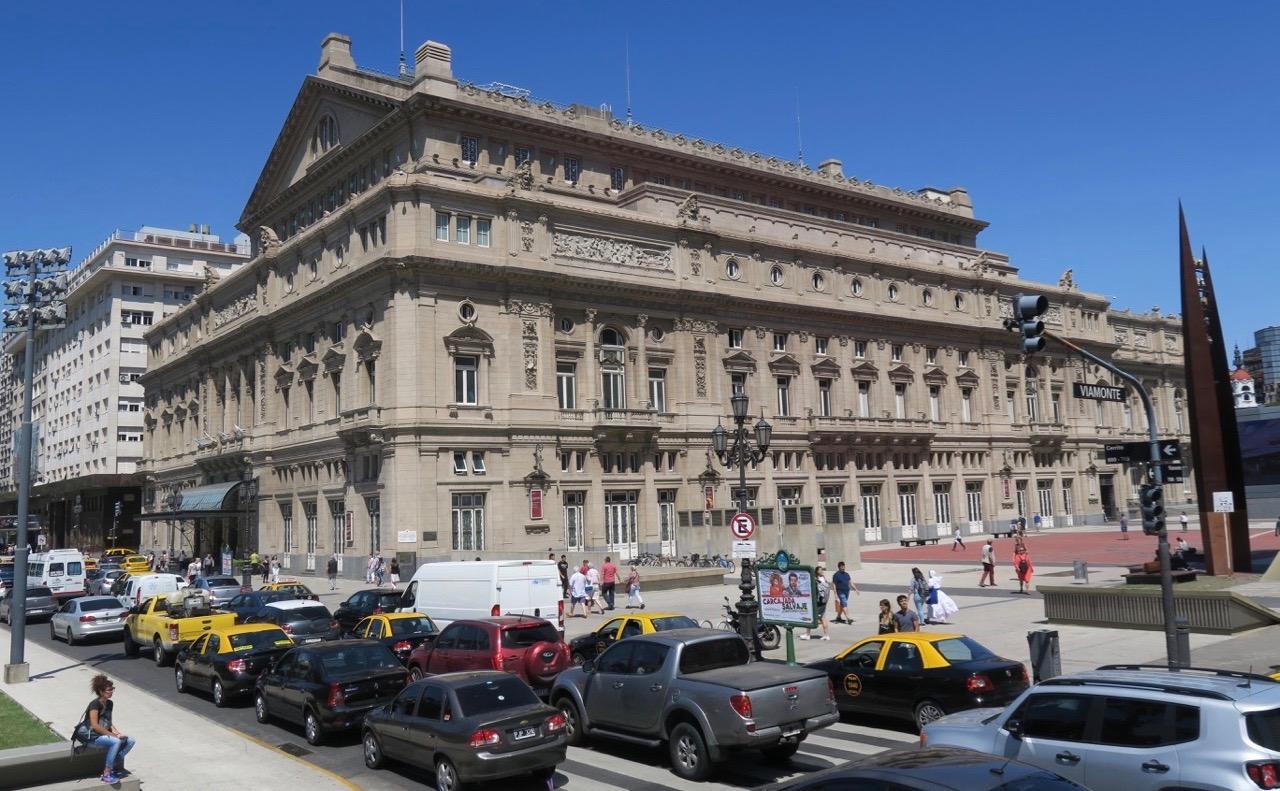 Vår sightseeingtur i buenos Aires tog oss med till Teatro Clon, ett av världens främsta och största operahus. s mest kända och