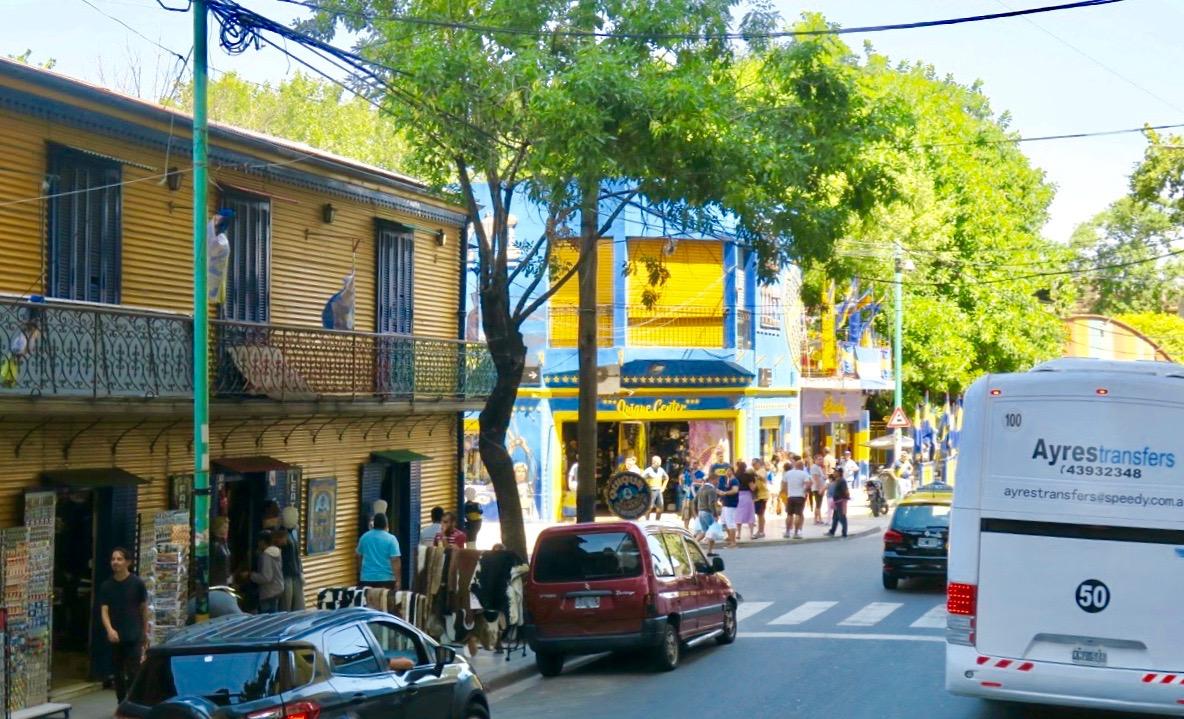 Gatuliv i stadsdelen La Boca I Buenos Aires.