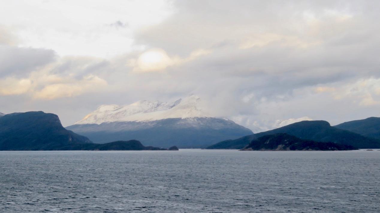 Magellans sund skiljer Eldslandet i Argentina från den Sydamerikanska kontinenten.