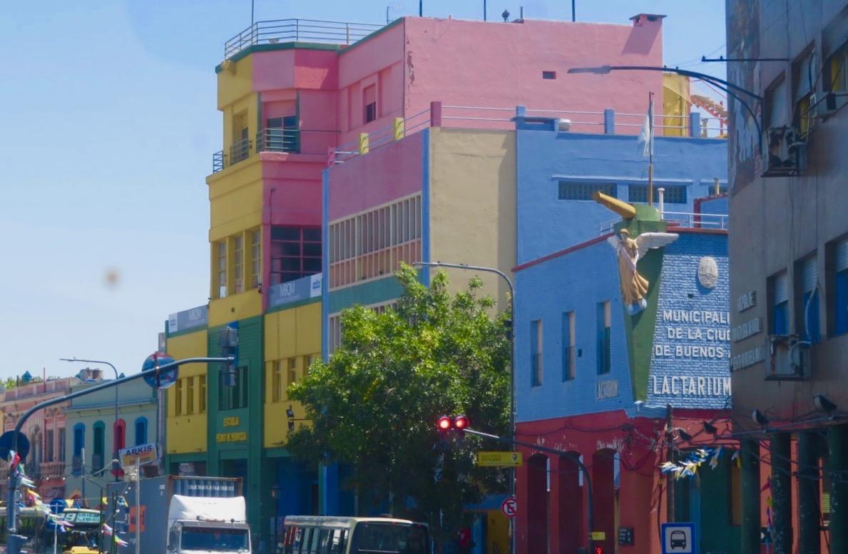 Färgglada hus finns det gott om i stadsdelen La Boca i Buenos Aires.