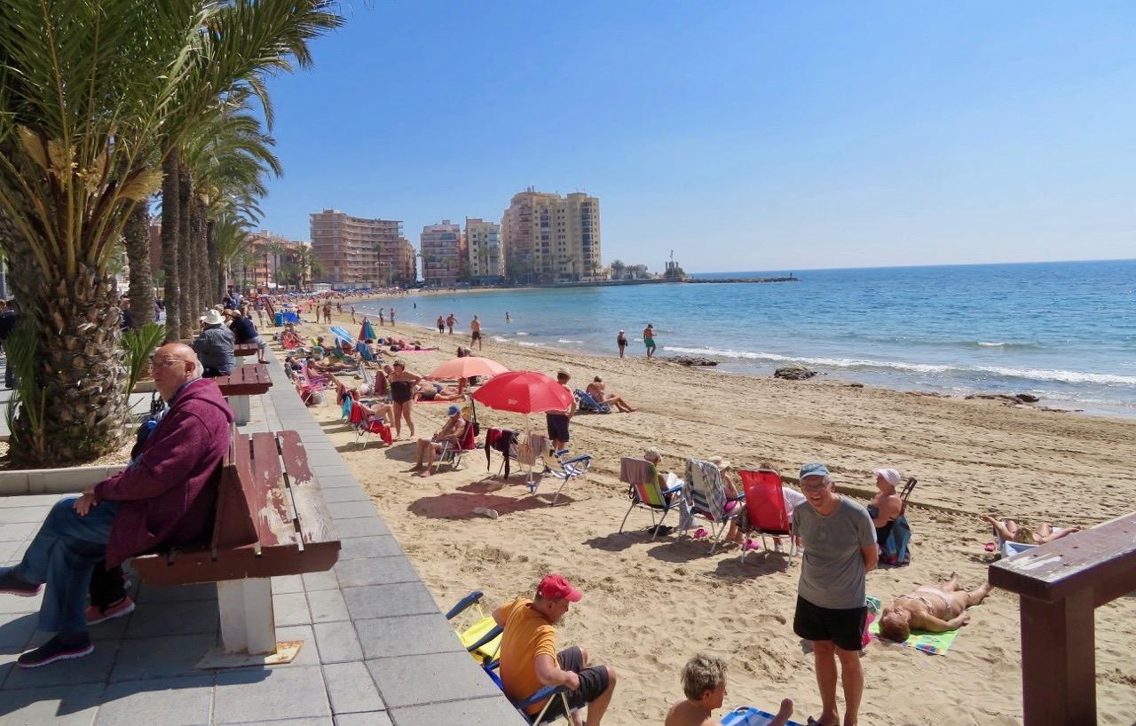 Sommarkänsla. Många på stranden denna sköna onsdag.