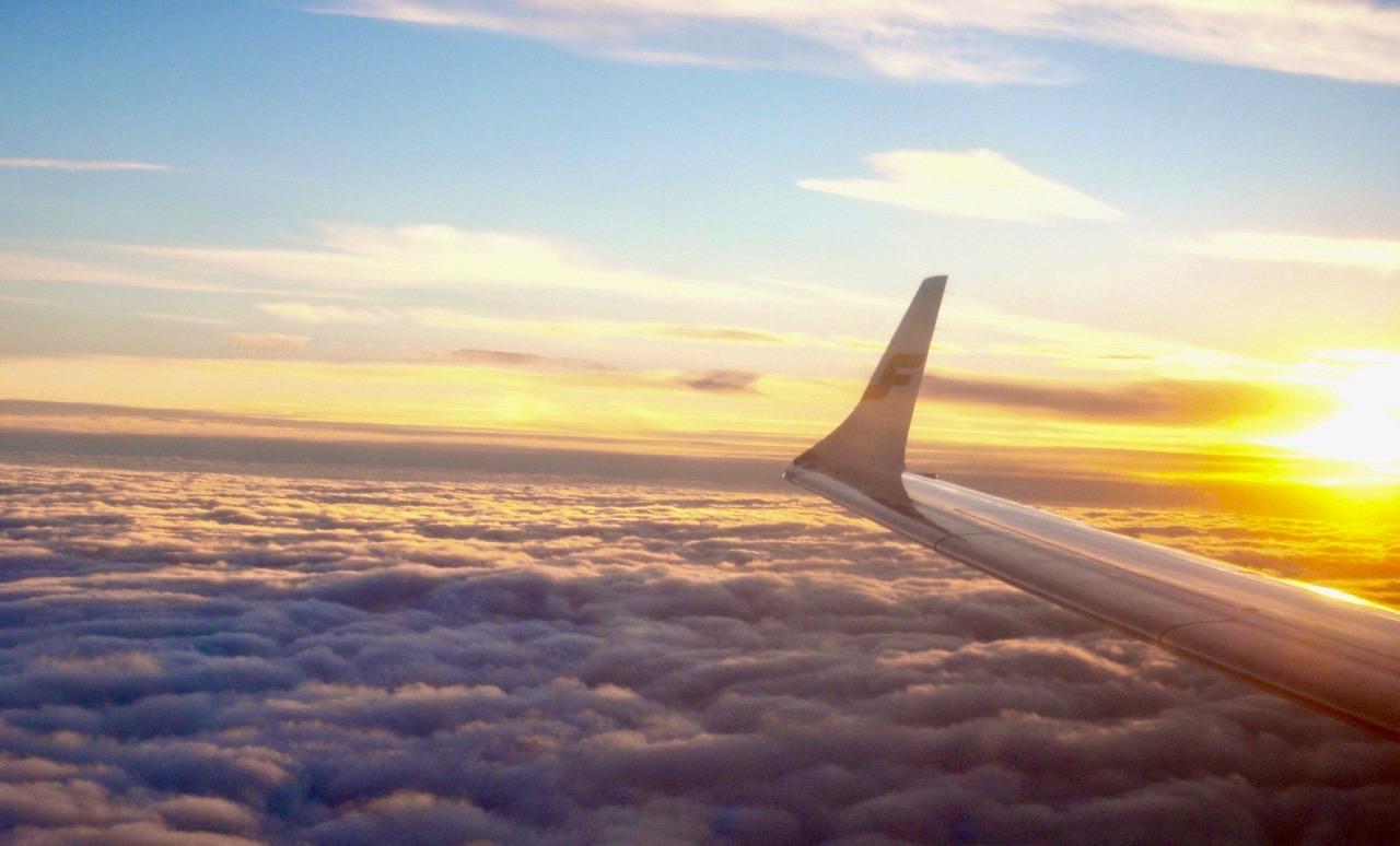 Ovan molnen och över Mongoliet. Snart dags att landa i Peking.