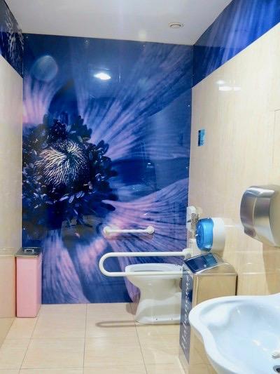 Nästan ett nöje att titta in på de fräscjha toaletterna på Habaneras köpcentrum-