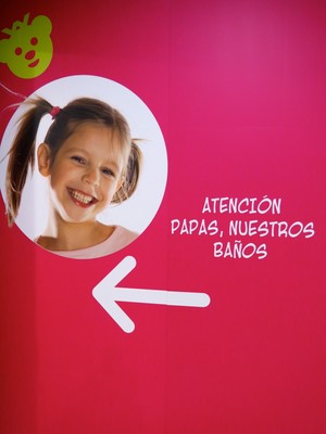 En rolig text. Här vänder man sig till papporna vad gäller barnens toalett.