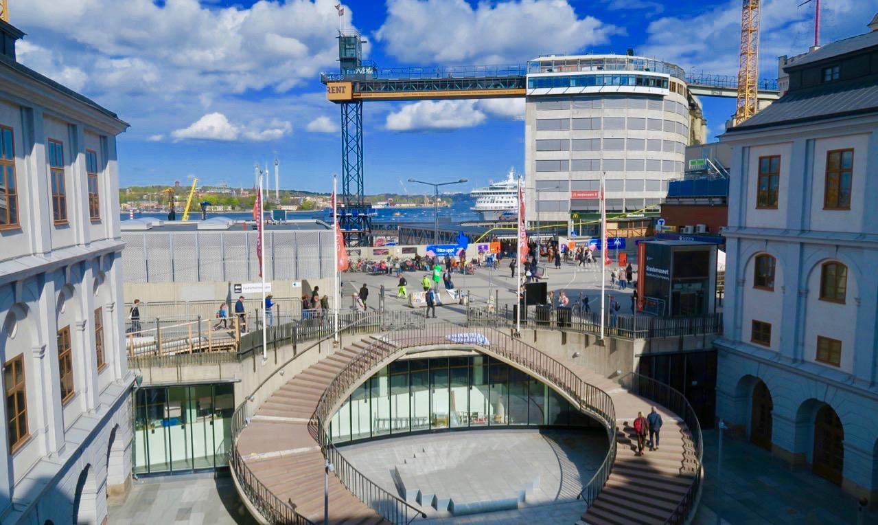 Utsikt från Stadsmuseet mot Ryssgården, Slussen , restaurang Gondolen och kajen vid Stadsgården.