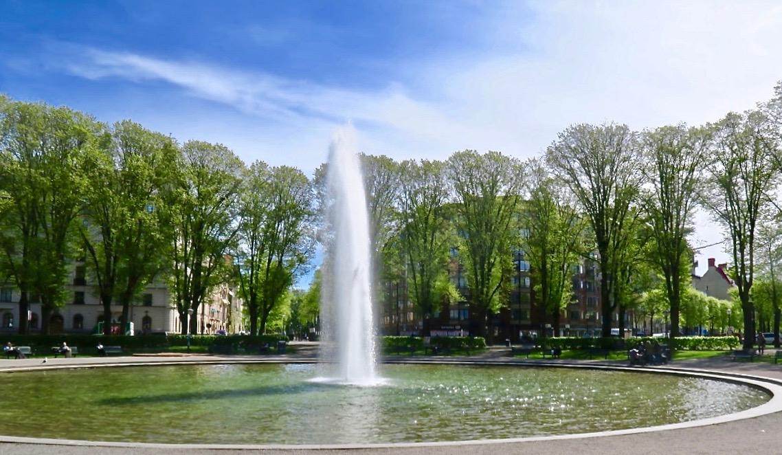 Östermalm och fontänen mitt på Karlaplan