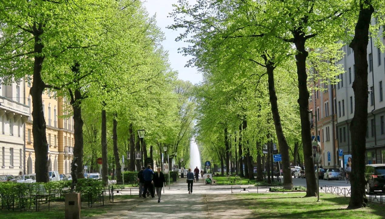 Karlavägen blev en esplanad på Östermalm, byggd efter influenser från andra europeiska städer.
