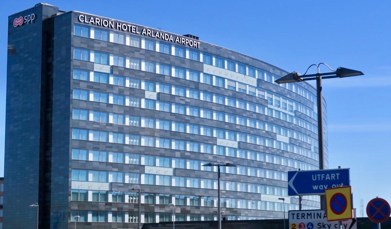 Clarion hotell Arlanda ligger mellan terminal 4 och 5 och nås enklast genom att gå in via treminal 5.