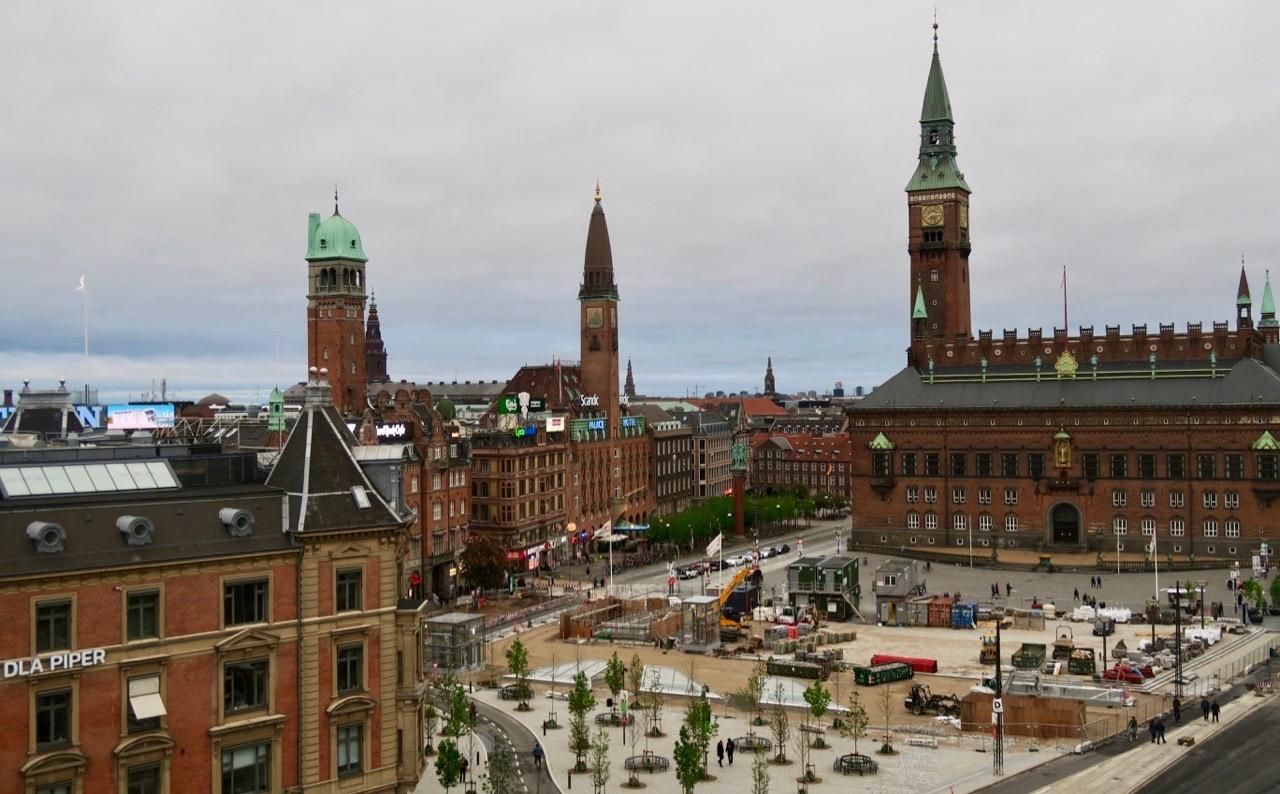 Utsiktfrån hotellobbyn/baren, mot Rådhusplatsen, och här kämdes det som om vi hade hela Köpenhamn under och framför oss.