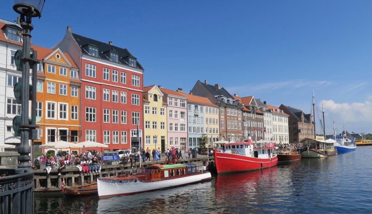 Fredagens ösregn var borta ocgh det var dags att se mer av Köpenhamn. Och det blev ännu en vända till Nyhavn.