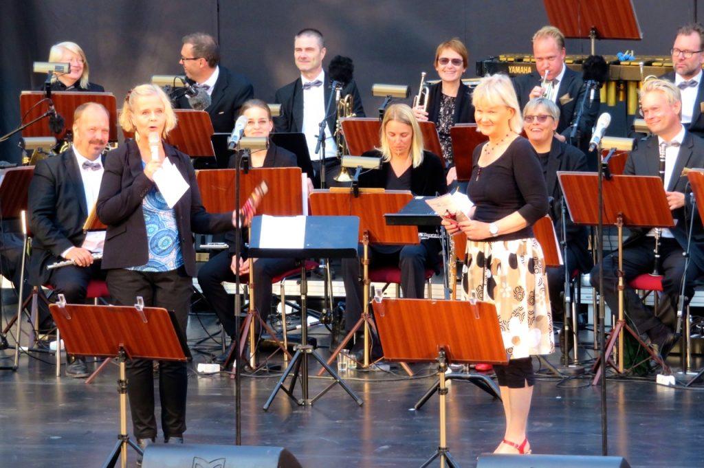 "Parkteaterns chef Sissela kyle presenterar En musikalisk hyllning ""Vegas i Vitan"""