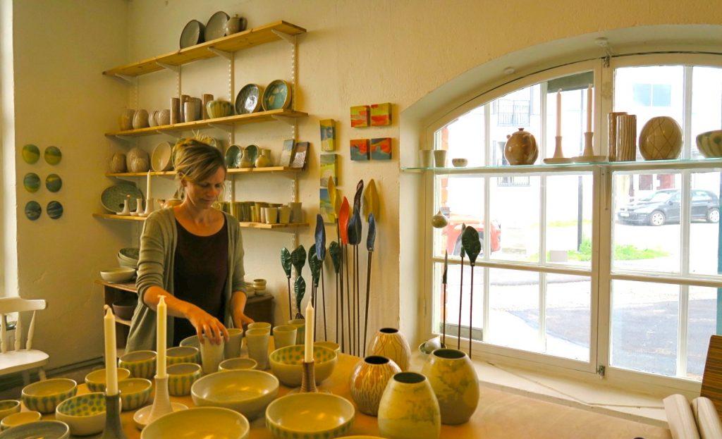 Keramik kan vara inspirerande och varierande, keramiker Sonja Kedem