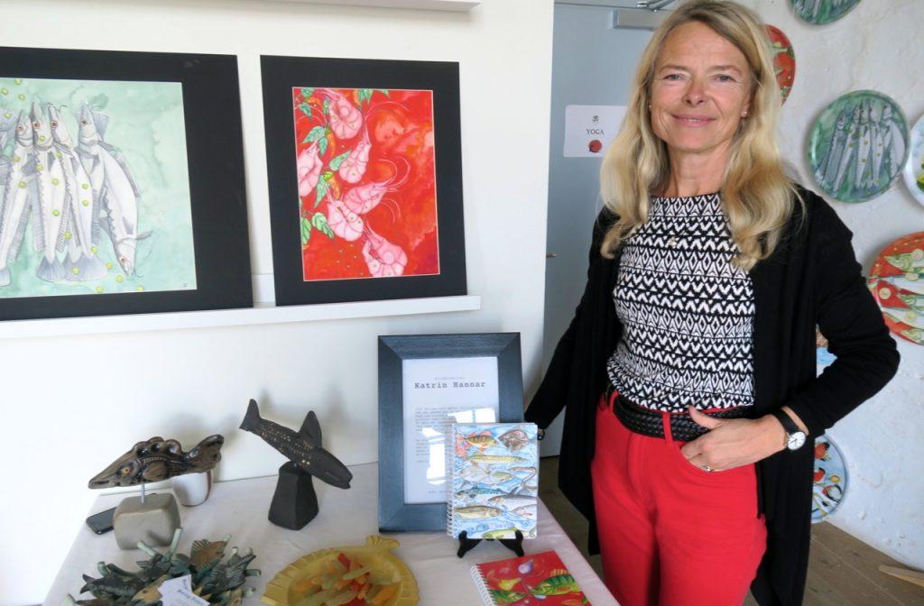 Inspirerande och varieerande fiskar visar konstnären Katrin Hannar
