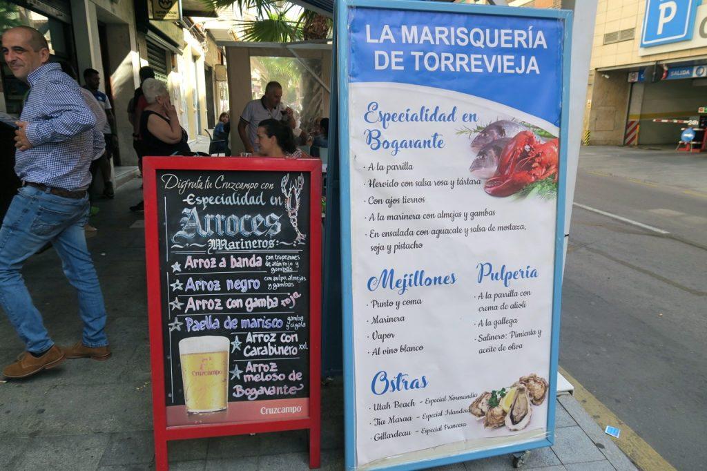 Skyltar kan visa vägen till bra resaturanger. Här La Marqueseria de Torrevieja.