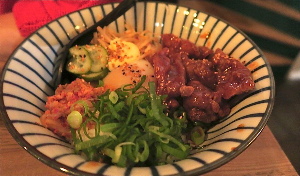 En matresa på restaurang Ai Ramen i Stockholm