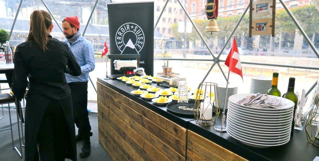 Schweizisk ost och vinprovning på Norrmalmstorg i Stockholm