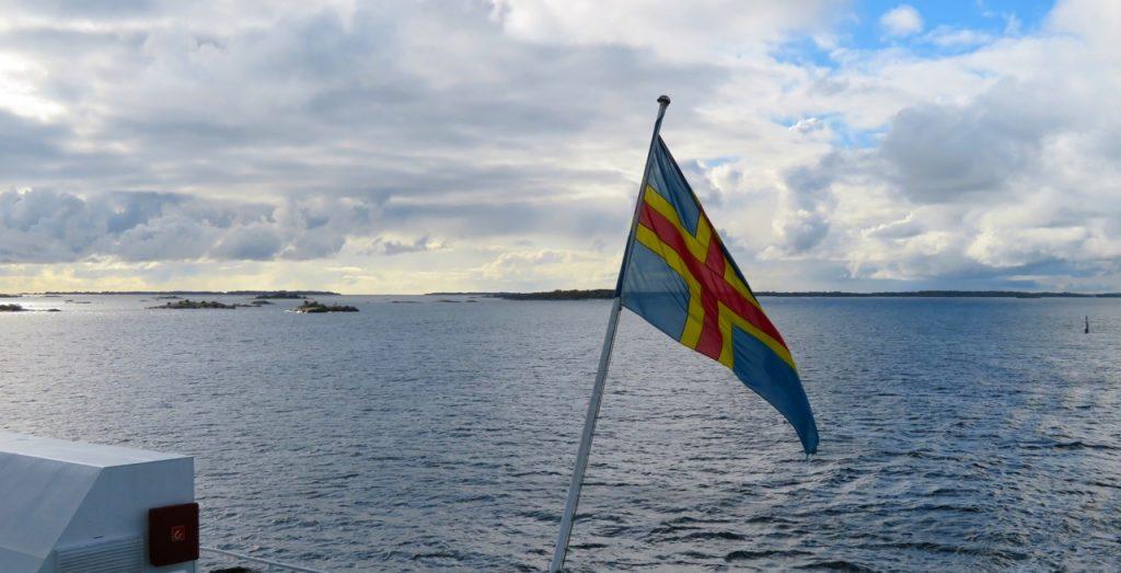 Ålands hav, vacker höstskärgård på våg mot Mariehamn