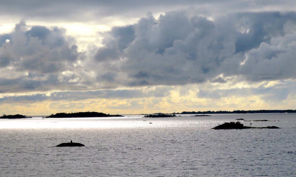 Vacker hötsskärgård. Här Ålands hav.