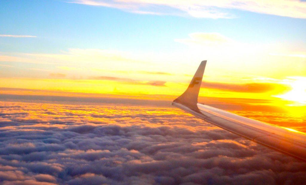 Högt upp i det blå. På väg hem från Thailand med Finnair.
