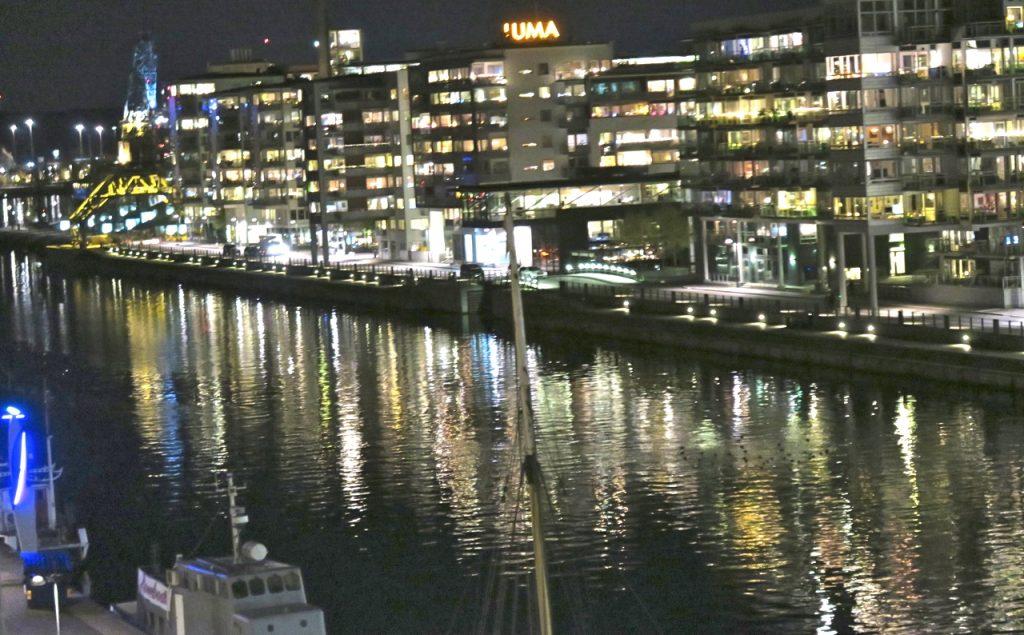 Även i Södra Hammarbyhamnen blandas nytt och gammalt. Nu och då känslan är påtaglig.