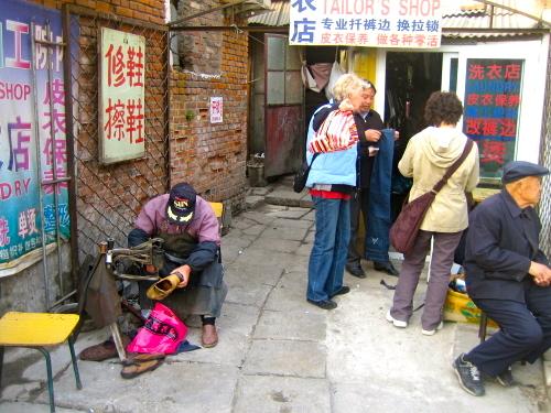En del av de gamla hutongområdena i Peking fins kvar. Men många har rivits.