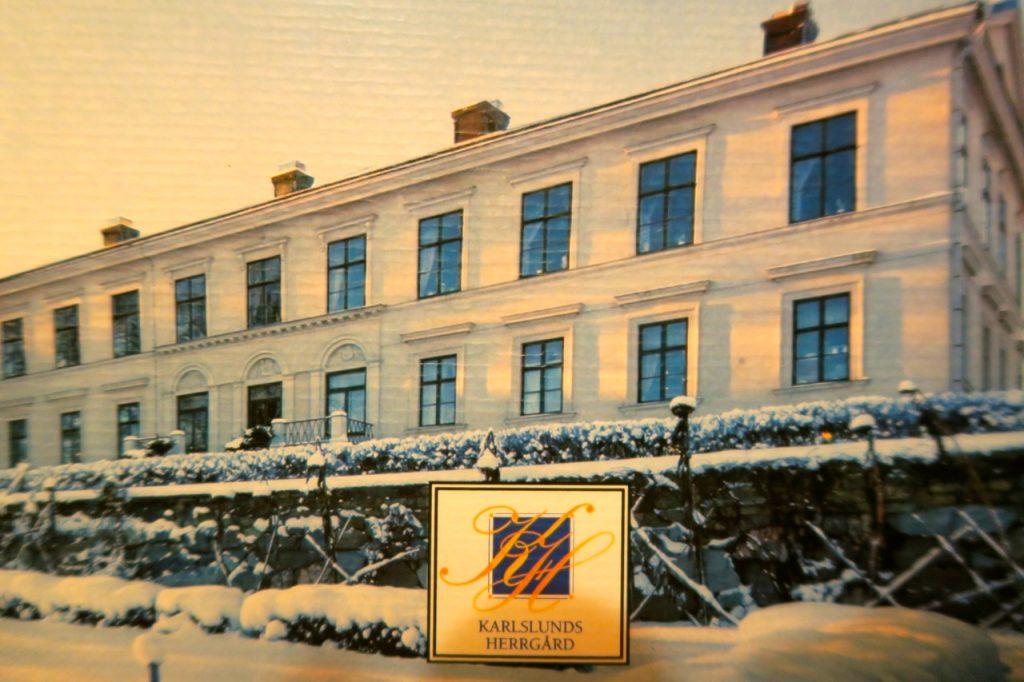 Karlslunds herrgård utanför Örebro dukar i dessa tider upp ett fantastiskt vällagat och gott julbord.