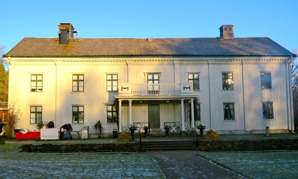 Alsters herrgård ligger i Värmland, strax utanför Karlstad.