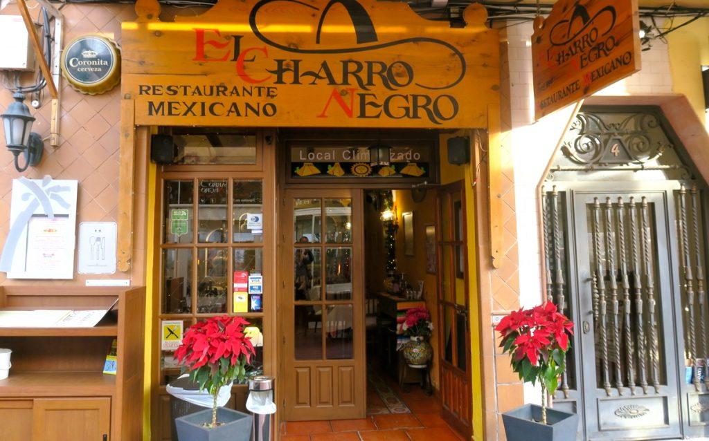 Restaurang El Charro Negro i Torrevieja erbhder mat med extra krydda om så önskas