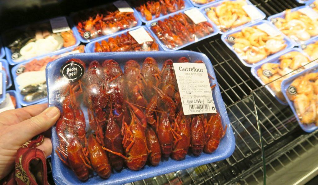 MÅnga skaldjur finns det att välja bland och ett paket kräftor kan smaka gott.