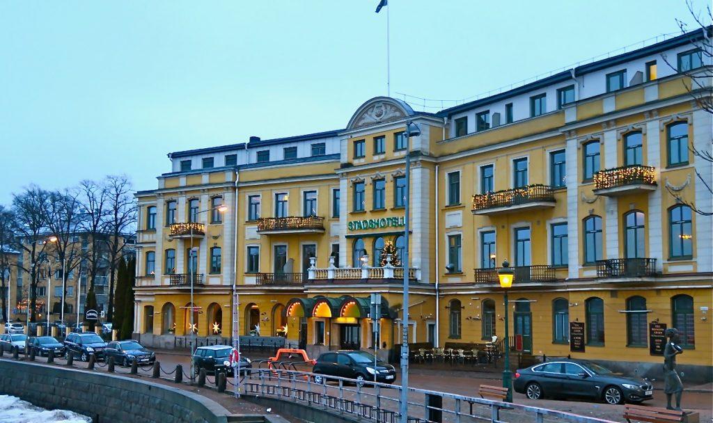 Elite Stadshotell i Karlstad var fint pyntat och upplyst inför en festlig nyårshelg.