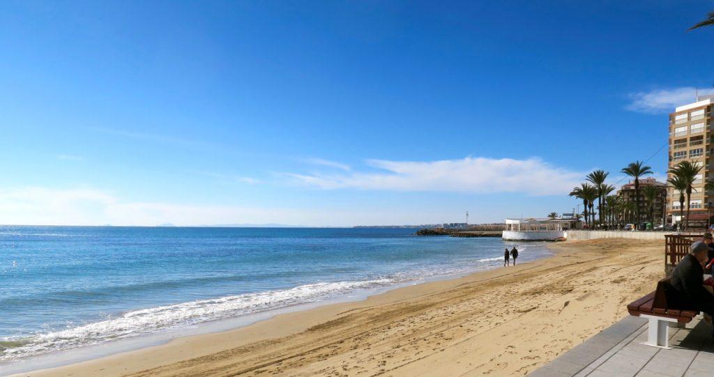 Tid har jag gott om och det är alltid fint att stanna till vid havet i Torrevieja