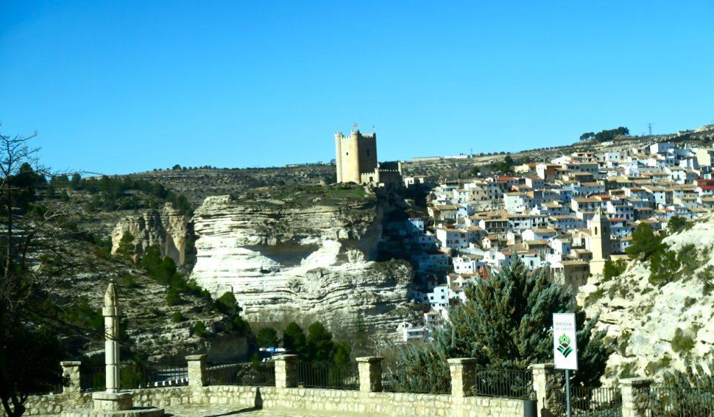 Bergsbyn Alcala de Jucar ligger ca 12 mil väster om staden Valencia.