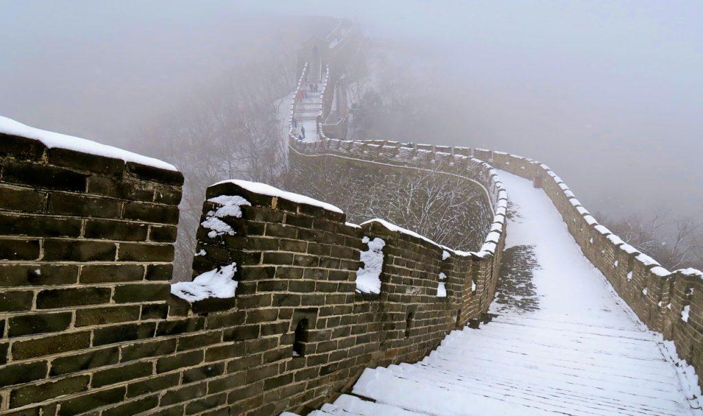 Kinesiska muren är drygt 6000 km lång.