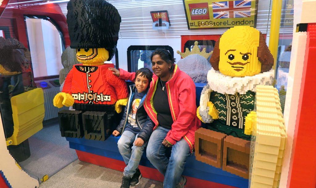 Lyckad dag i London.Här i världens största legobutik.