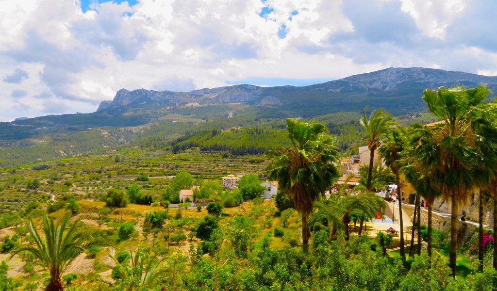 Utsikt från Guadalest ner mot dalen.
