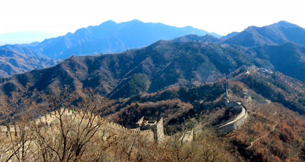 Kinesiska muren är komplicerad både vad göller sin historia och sättet den är byggd på.