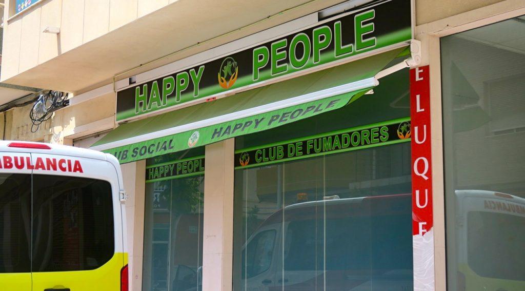 """Happy people"" - en ""social klubb"" i Torrevieja . I alla fall humor i skylten"
