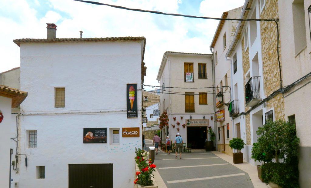 Den vackra bergsbyn Guadalest, ett par mil från Benidorm på Costa Blancana är ett fint utflyktsmål. utflyktsmål