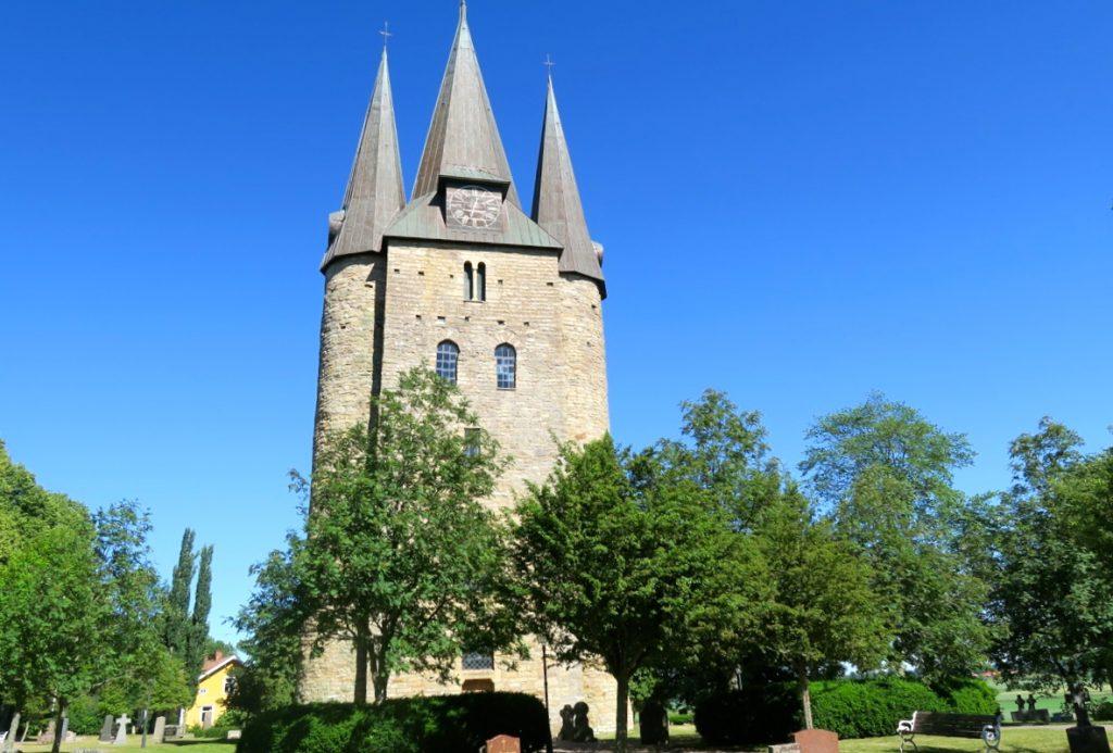 Husaby kyrka i Västergötland är från 1000 talet.