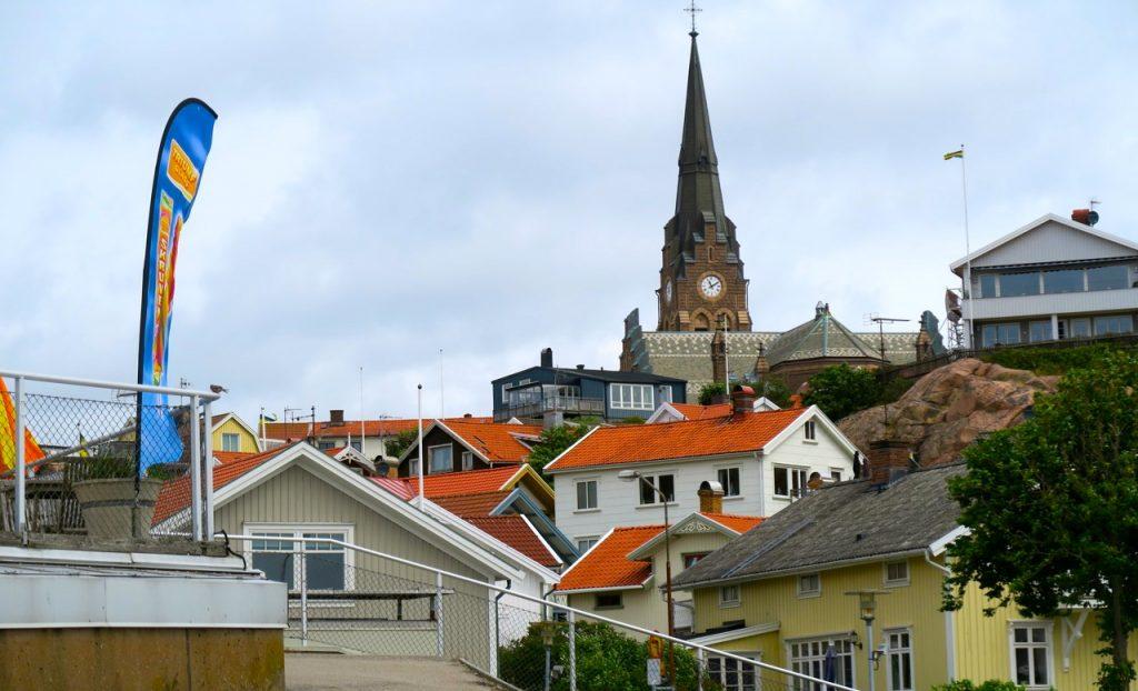 Kyrkan i Lysekil ligger uppe på berget och den högsta punkten på kyrkan är 95 m ö.h.