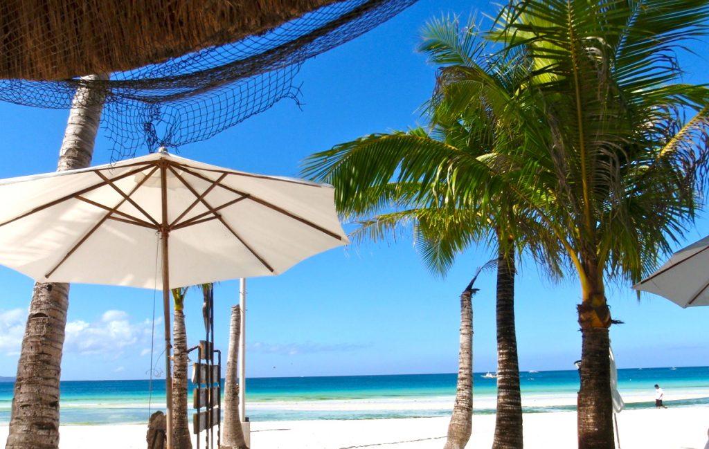 På Boracay, Filippinerna, är den blå färgen genomgående.