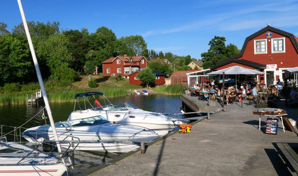 Grisslehamn och inre hamnen, småbåtshamnen