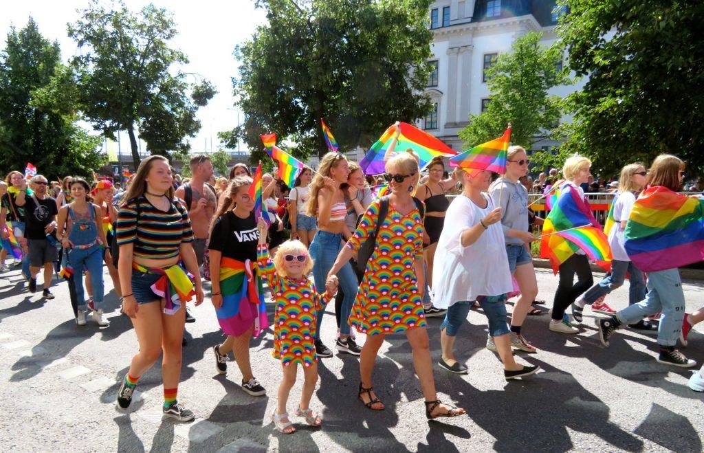 Prideparaden i Stockholm lockade ca 45 000 människor att delta