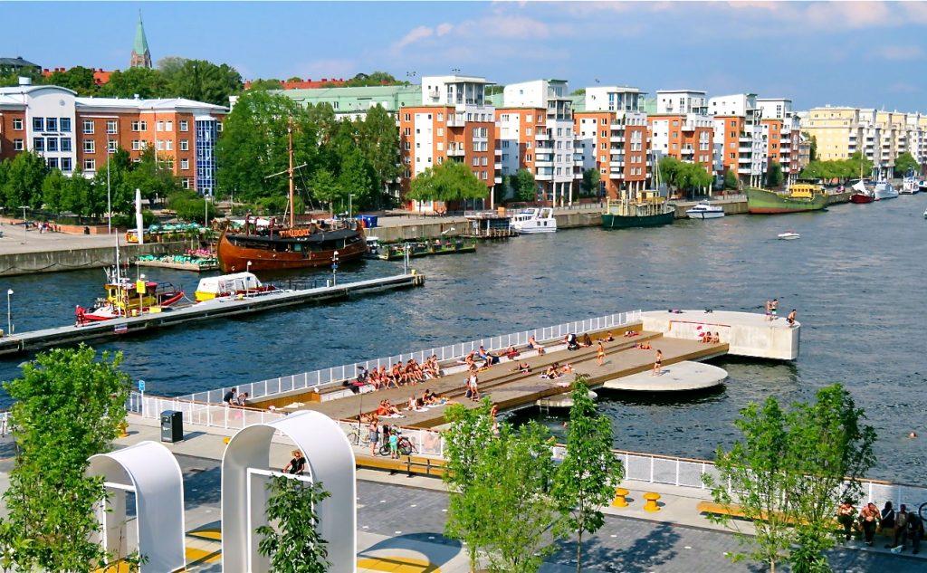 Hur det blev? Riktigt bra med bad/solbryggor vid Fredriksdalsområdet i södra Hammarbyhamnen