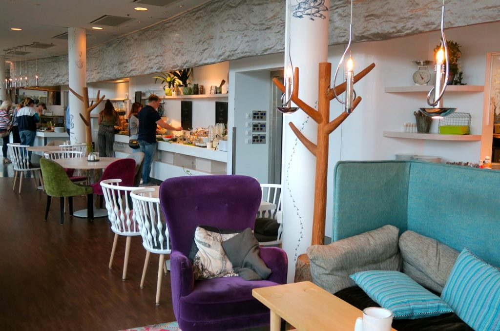 """Restaurang """"Picknick"""" på Radison Blue erbjuder en lugn och mysig miljö."""