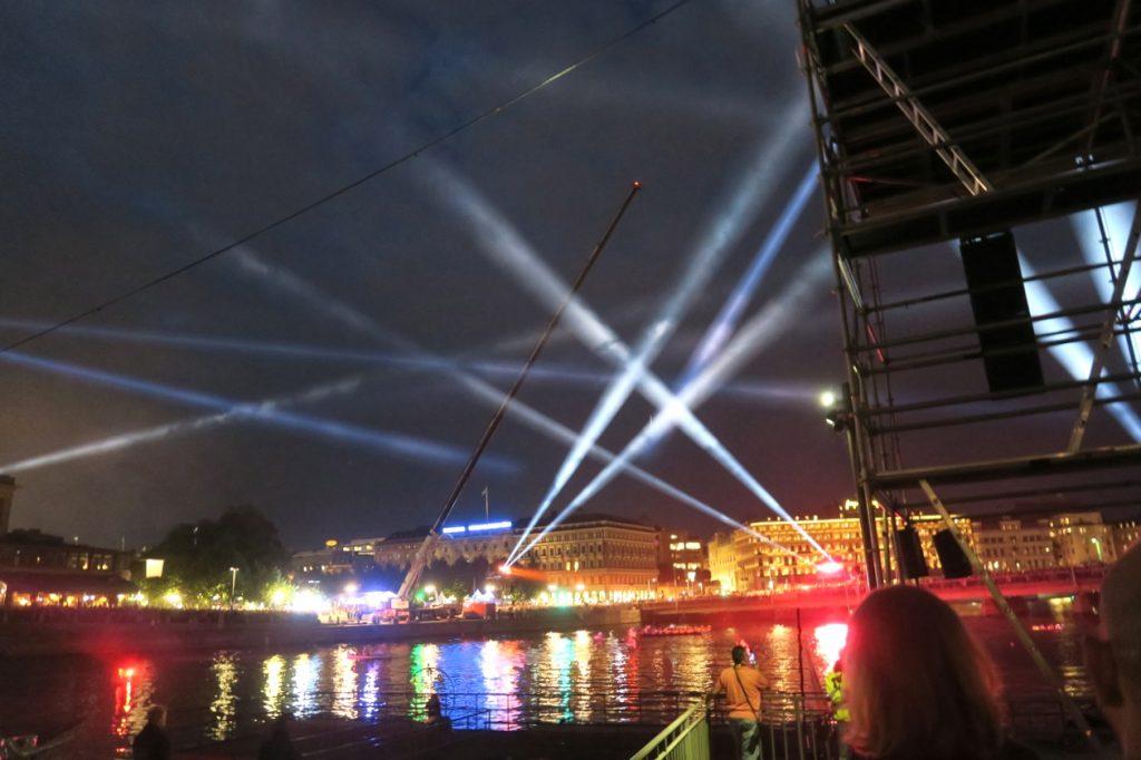 Kulturfest pågår i Stockholm och här ska vattenshowen med Cirkus Cirkör strax börja.