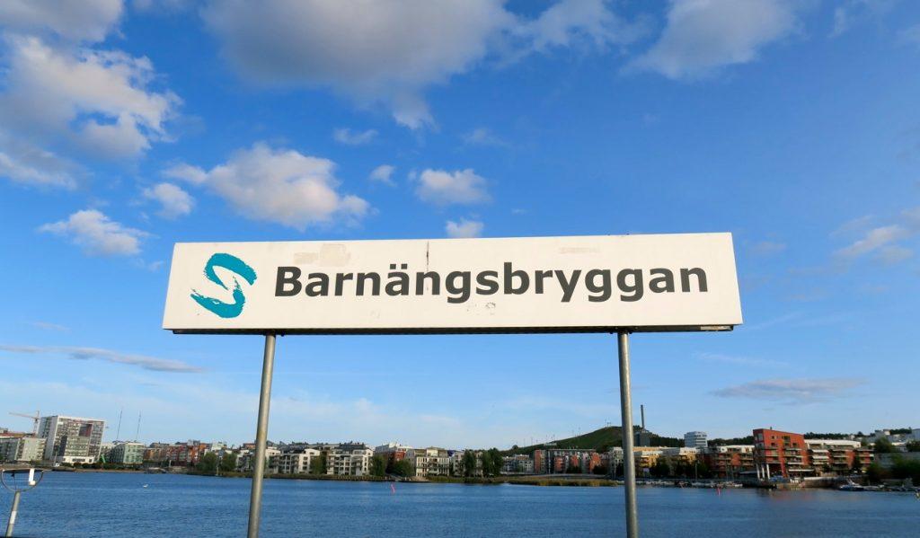 Södermalm är en ö och förekomsten av vatten, Mälaren och Östersjön, är påtaglig
