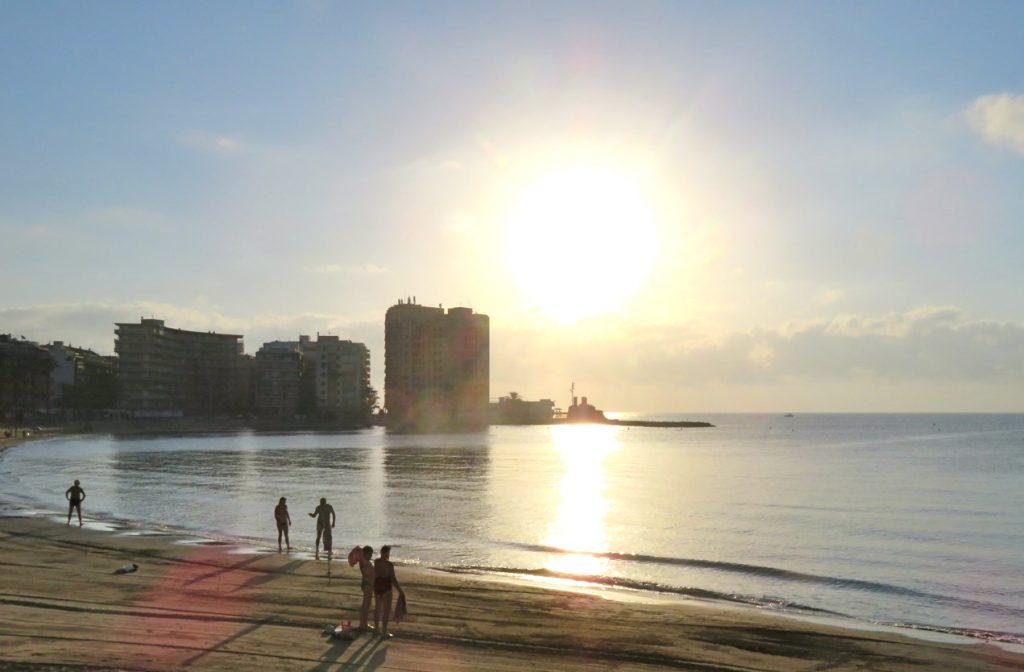 Vi passerar Playa del Cura på vår morgonpromenad. Ännu gott om plats.